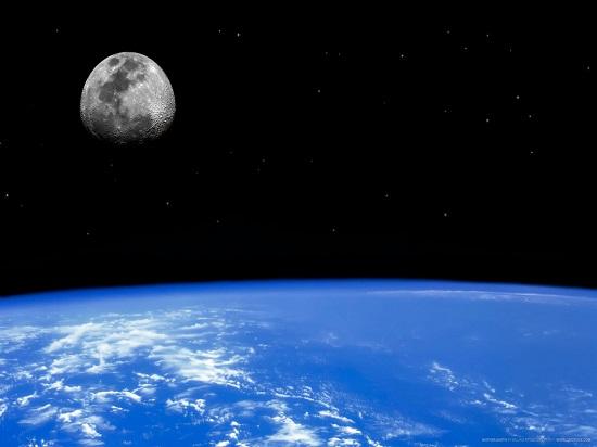 Księżyc to naturalny satelita Ziemi, posiadający średnicę ok. 3450 km i oddalony od naszej planety o ponad 384 tysiące km.