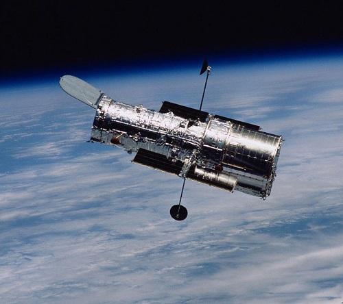 Teleskop - sztuczny satelita krążący po orbicie okołoziemskiej.
