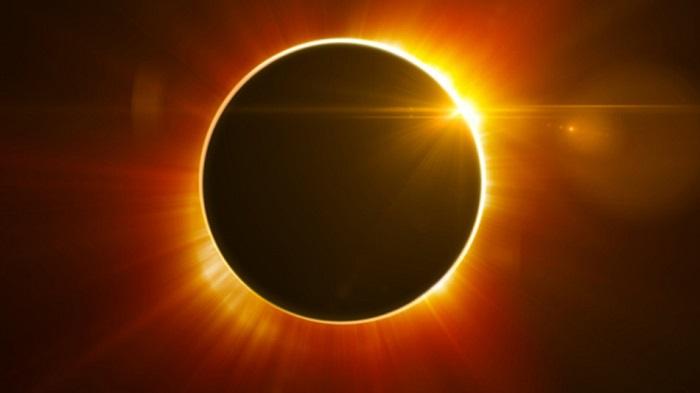 Obrączkowe zaćmienie Słońca - wyraźnie widoczny jest charakterystyczny pierścień słoneczny spowodowany niecałkowitym przykryciem tarczy słonecznej przez Księżyc.