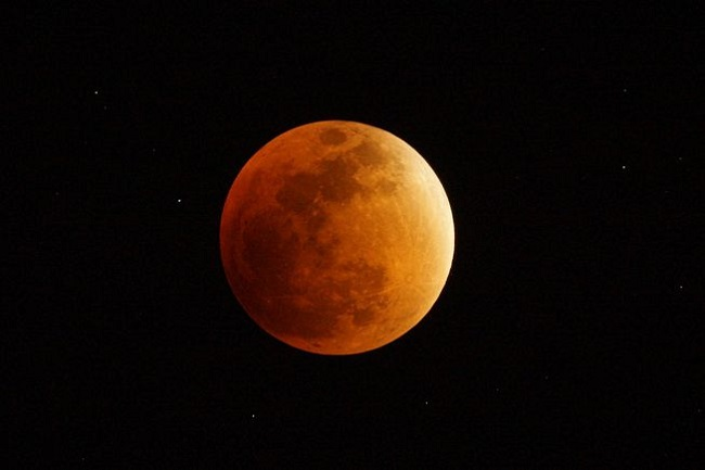 wychodzenie z cienia Ziemi przez Księżyc