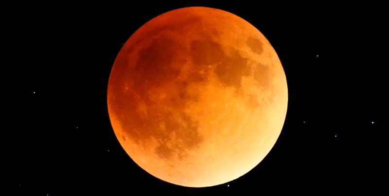 Super Krwawy Księżyc Wilka, całkowite zaćmienie naszego naturalnego satelity z dnia 21stycznia 2019. Fotografia: www.gannett-cdn.com.