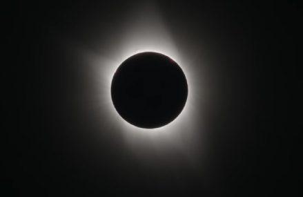 Najbliższe całkowite zaćmienie Księżyca na świecie – kiedy nastąpi? Zobacz kalendarz