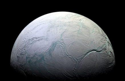 Enceladus – mały naturalny satelita Saturna
