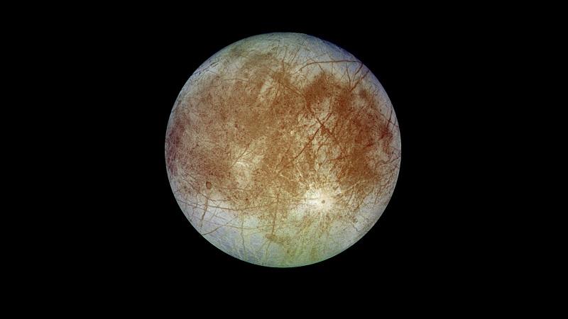 Księżyc Europa naturalny satelita Jowisza, z widoczną charakterystyczną grubą powłoką lodową. Fotografia: www.jpl.nasa.gov.