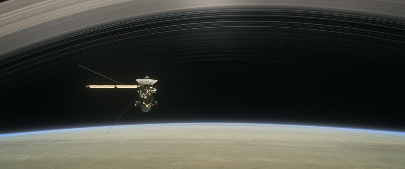 Sonda Cassini na tle pierścieni Saturna. Fotografia wizualizacji: www.jpl.nasa.gov.