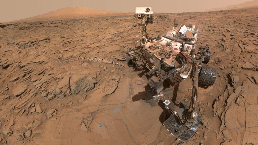 Łazik Curiosity na powierzchni Marsa, Fotografia: space.com.