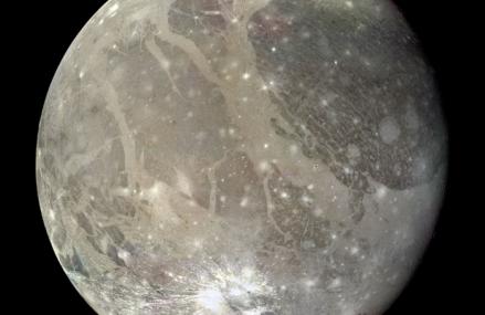 Ganimedes, największy z naturalnych satelitów Jowisza