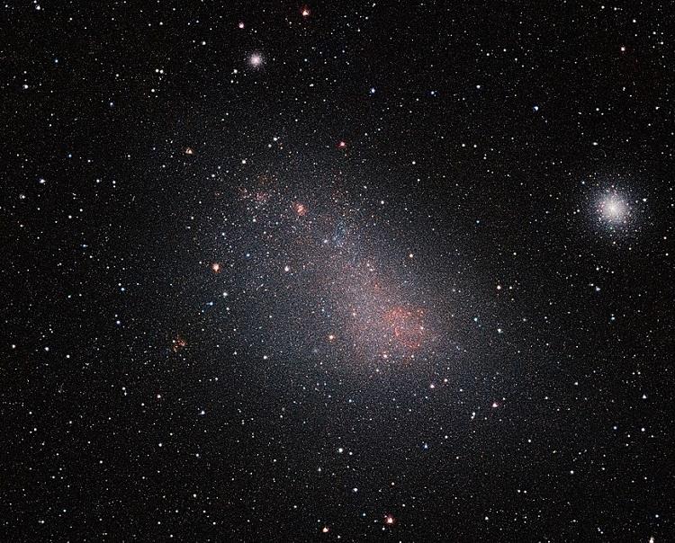 Mały Obłok Magellana, galaktyka karłowata widoczna na południowym niebie, krążąca wokół Drogi Mlecznej. Fotografia: wikipedia.org.