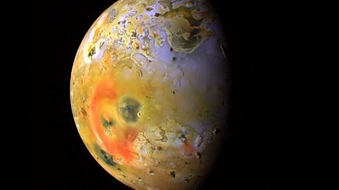 Księżyc Io - trzeci co do wielkości naturalny satelita Jowisz. Fotografia: www.universetoday.com.