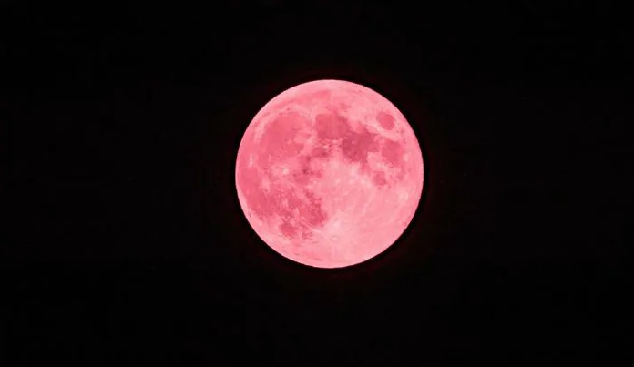 Pełnia Truskawkowego Księżyca - możemy ją podziwiać już dziś, czyli 5 czerwca 2020. Także w tym dniu dojdzie do półcieniowego zaćmienia naszego naturalnego satelity. Fotografia: india.com.