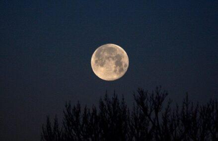 Półcieniowe zaćmienie Srebrzystego Globu oraz Pełnia Koźlego Księżyca z 5 lipca 2020 roku