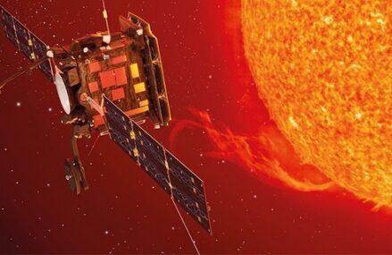 Zdjęcia wykonane przez sondę Solar Orbiter i małe rozbłyski na Słońcu