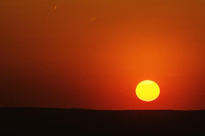 zachód Słońca poza horyzont
