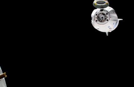 Astronauci po 63. dniach wrócili z misji Demo-2. Wodowanie kapsuły Crew Dragon 2