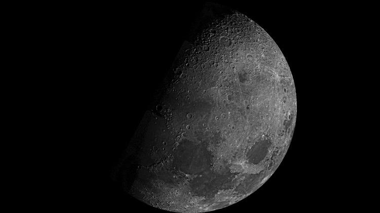 Nowe odkrycia na Księżycu w 2020 roku - hematyt i bogate złoża żelaza oraz tytanu. Fotografia: NASA.gov.