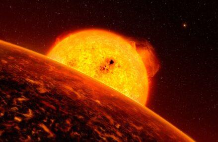 Niezwykła egzoplaneta K2-141b. Poznajmy bliżej ten niestabilny świat z głębokim oceanem magmowym