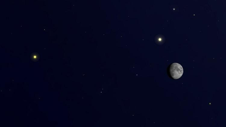 Jowisz, Saturn i Księżyc na nocnym niebie. Fotografia: Space.com.