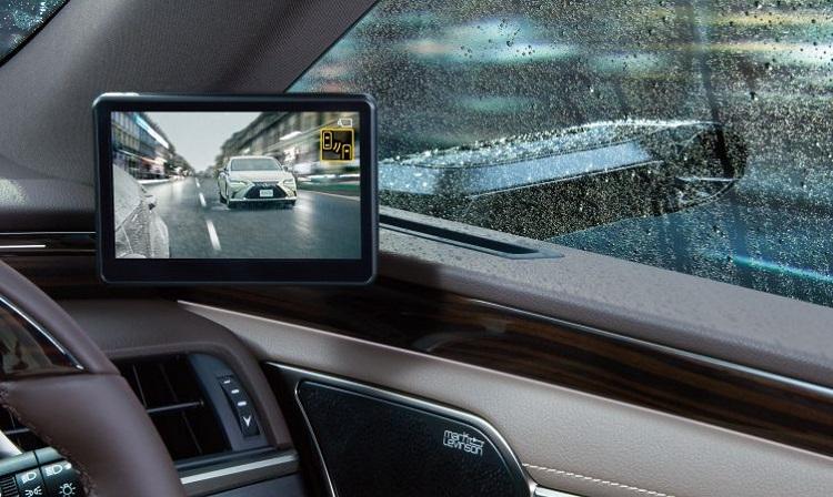 Kamera samochodowa we wnętrzu auta. Fotografia: blog.lexus.co.uk.