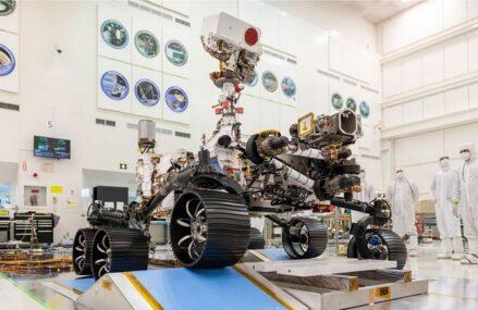Łazik Perseverance i jego pierwsze zdjęcia z Marsa. Dron Mars Ingenuity podsyła pierwszy raport diagnostyczny
