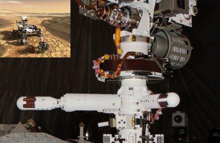Czujnik wiatru ze stacji pogodowej MEDA umieszczono na powierzchni Marsa