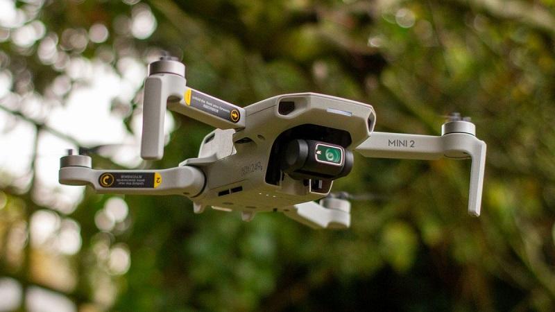 Jaki dron do 500 zł najlepiej wybrać? Poradnik zakupowy i Ranking dronów w tej cenie