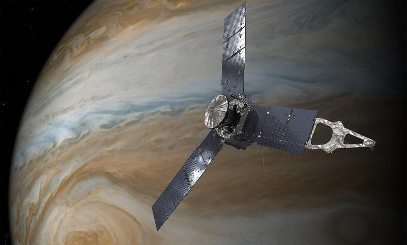 Sonda kosmiczna Juno na orbicie wokół Jowisza [wizja artystyczna]. Źródło ilustracji: NASA.gov.